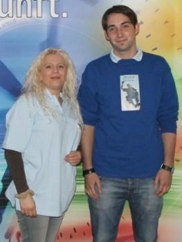 Marvin Hanisch neben Lehrlingswartin Marion Presek-Haster